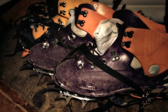 HEAVY SHOES FOR CLIMBING